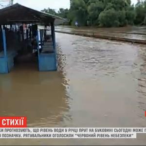 Паводок у Чернівцях: вода почала заливати Калинівський ринок