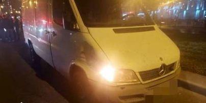 Во Львове водитель микроавтобуса сбил насмерть пешехода: фото