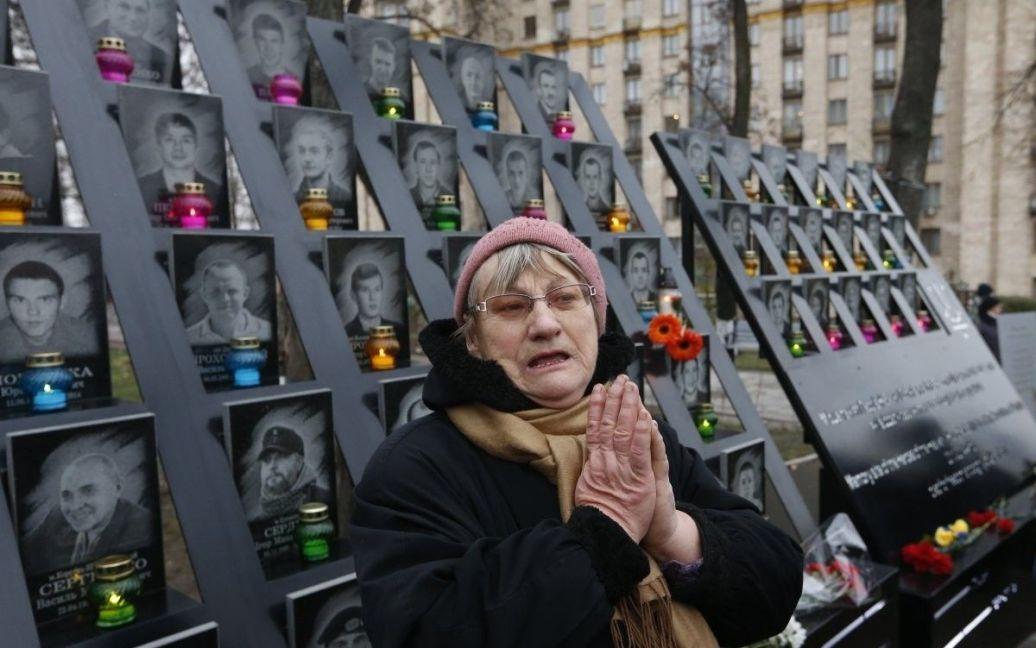 Люди вшановують пам'ять героїв Небесної сотні / © УНІАН