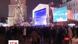 На Софійській площі Києва годину тому почався заключний святковий концерт