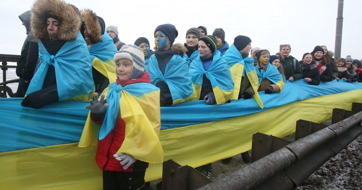 """""""Об'єднай береги Дніпра """"живим ланцюгом"""" Соборності"""" / © УНІАН"""