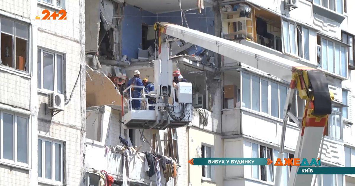 В столице спасатели вторые сутки разбирают завалы дома на Позняках