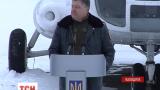 Президент вручив військовим на Львівщині ключі від квартир і техніку