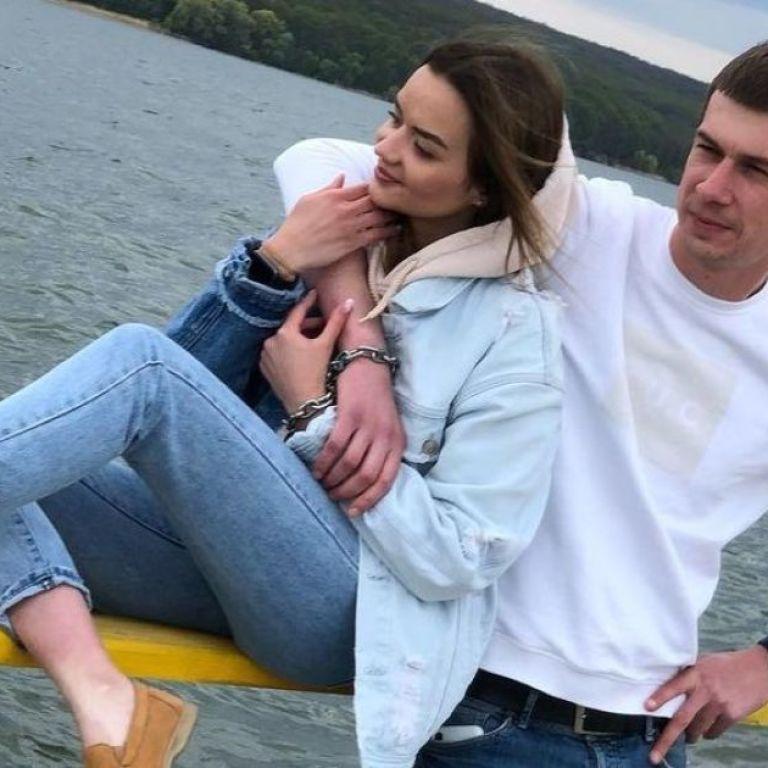 Все, прошла любовь: пара из Харькова, которая сковала себя цепью, объявила о разрыве