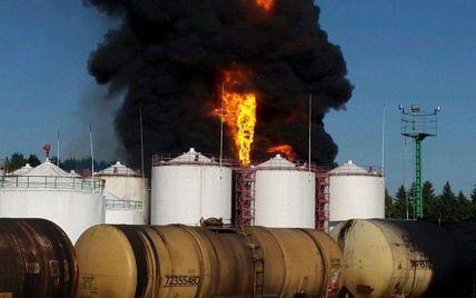 В милиции назвали предварительную причину масштабного пожара на нефтебазе под Киевом