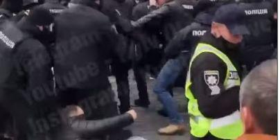 В урядовому кварталі протестувальники побились з правоохоронцями