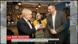 Головні дипломати Великої Британії та Польщі побували у піцерії колишніх бійців АТО