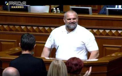 """Под аплодисменты и одновременно крики """"Ганьба"""": Вирастюк принес присягу народного депутата Украины"""