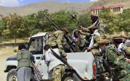 """""""Талібан"""" почав вивішувати на площах тіла страчених людей: відео 18+"""
