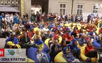 Сотні фанатів, чиновники та дворічний син Лев: як у Львові вболівали за Станіслава Горуну