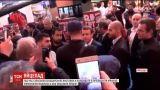 Невідомий поцілив яйцем прямо в лоб кандидату в президенти Франції