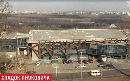 Із вертолітного майданчика Януковича слідчі винесли документи і комп'ютери