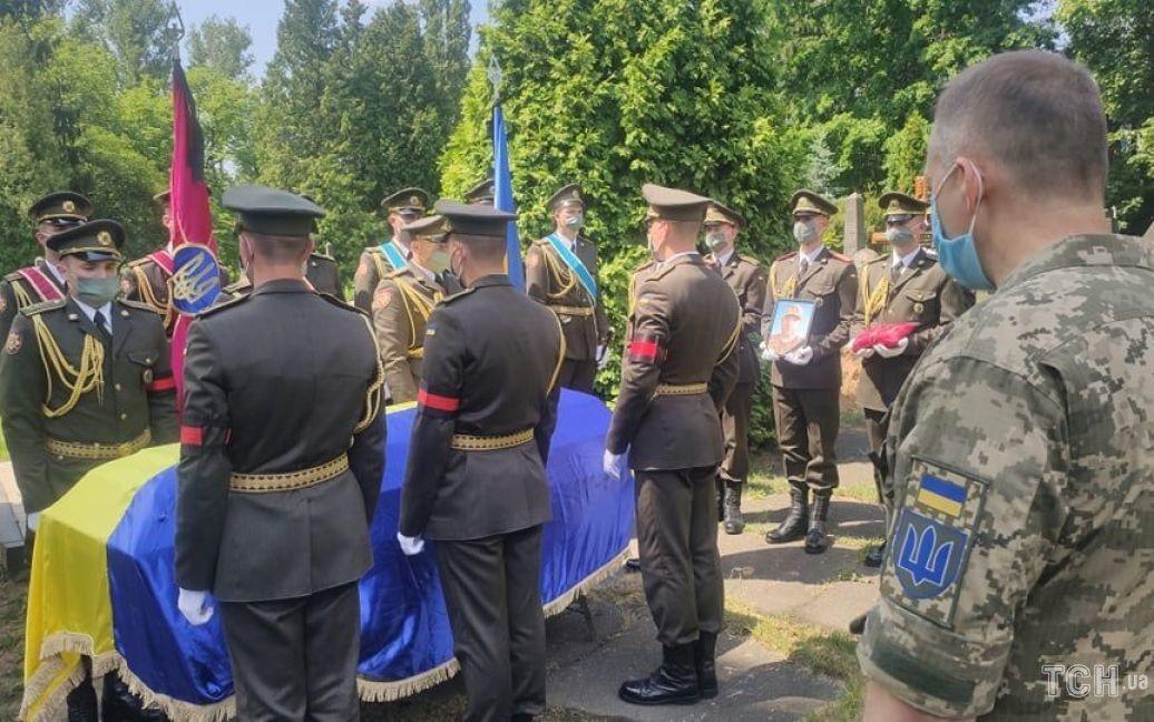 Захоронение бойца Добрянского Леонида / © Фото Натальи Нагорной/ТСН