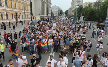 По центру Киева возобновлено движение транспорта