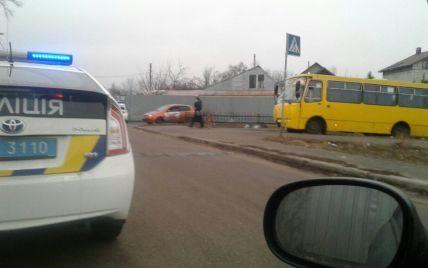 У Києві озброєний чоловік викрав маршрутку та влаштував перегони з поліцією