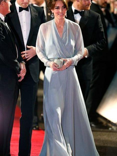 """Герцогиня Кембриджская с принцами Уильямом и Гарри на премьере """"Спектра"""" / © Getty Images"""