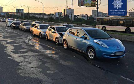 Масштабное ДТП в Запорожье: столкнулись сразу шесть автомобилей