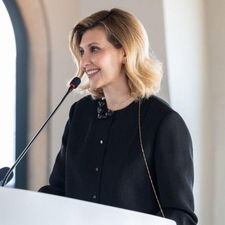 В черном наряде и с элегантной прической: деловой образ Елены Зеленской