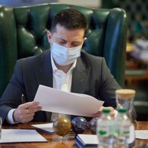Зеленський підписав закон про держслужбу, через який Радазбиралася на позачергове засідання