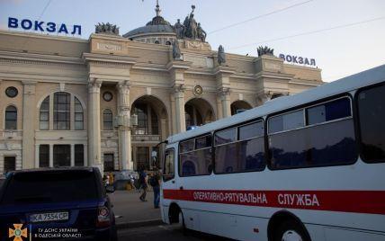 Довозили на човні, щоб встигли на потяг: в Одесі дітей врятували із затопленої маршрутки