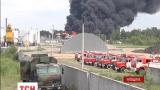 Четвертые сутки не удается потушить пожар на нефтебазе в Василькове