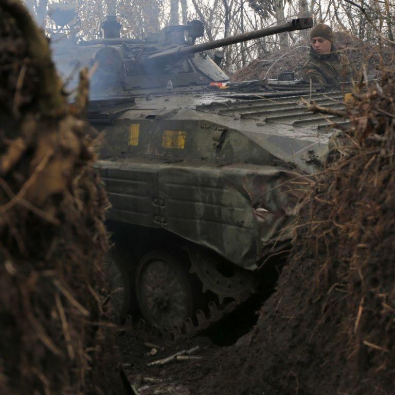 Обстріли бойовиків не вщухають: один військовиотримав поранення