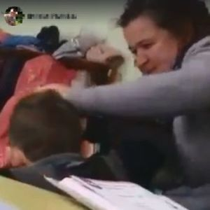 """Схопила за чуба і трусила головою: на Закарпатті вчителька агресивно """"виховувала"""" школяра (відео)"""