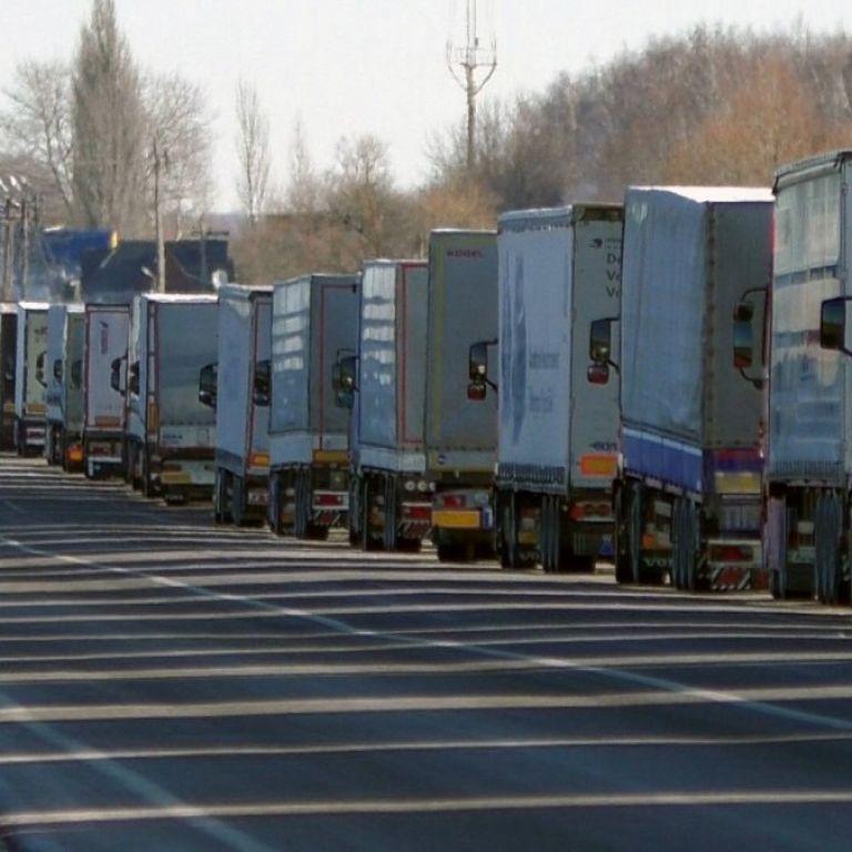 Киев ограничивает въезд фур: названа дата и причина