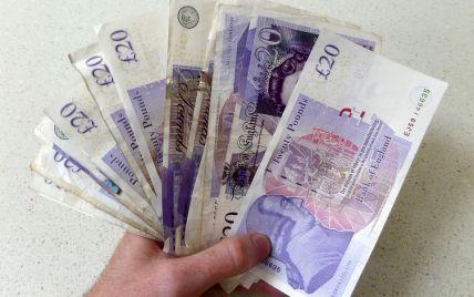 Британець через поганий почерк не зміг пограбувати банк: касир не розібрав записку