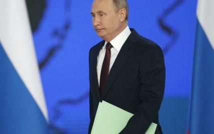 Путін підписав скандальний закон про покарання за образу влади в Інтернеті