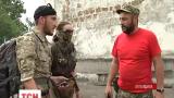"""Уже двое суток милиция и прокуроры пытаются попасть на базу батальона """"Торнадо"""" в Приволье"""