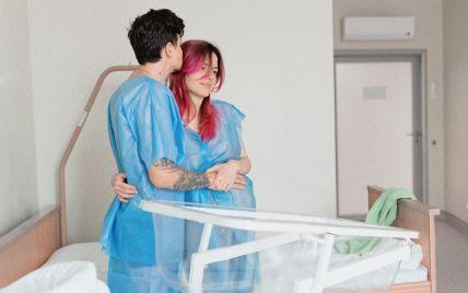 MamaRika показала фото из роддома, на которых изображена во время родов