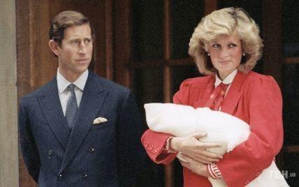Этот день в истории: как принцесса Диана с сыном Гарри на руках выписывалась из роддома