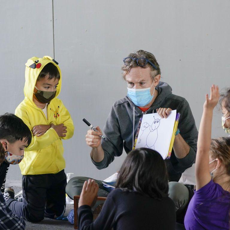 В Україні близько семи тисяч вчителів мають коронавірус: чому вони не можуть оперативно зробити тести