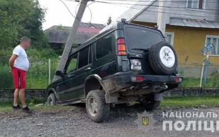 Поехал кататься: на Закарпатье 16-летний парень за рулем Land Rover сбил женщину