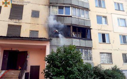 Всередині було троє дітей: у Києві спалахнула квартира в багатоповерхівці