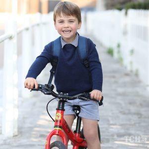 Именинник дня: Кембриджи поделились портретным фото младшего сына принца Луи