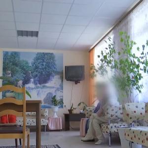"""Беспомощные и им некуда пойти: из украинских психбольниц выписывают """"соцпациентов"""", которые живут там годами"""