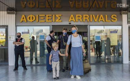 Греція запроваджує комендантську годину через COVID-19: щоб вийти на вулицю, треба надіслати SMS на спецномер