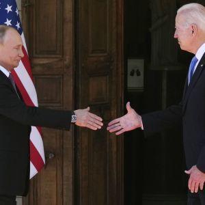 У Женеві розпочалася зустріч Путіна і Байдена: президенти потисли руки