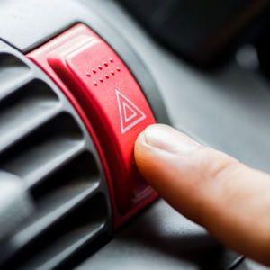 Сигналы и жесты на дороге: составлен список месседжей, которые должен знать каждый водитель