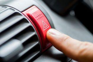 Сигнали та жести на дорозі: складено список меседжів, які повинен знати кожен водій