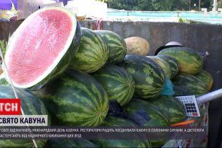 Новини України: чи всім можна їсти кавун та з чим його комбінувати