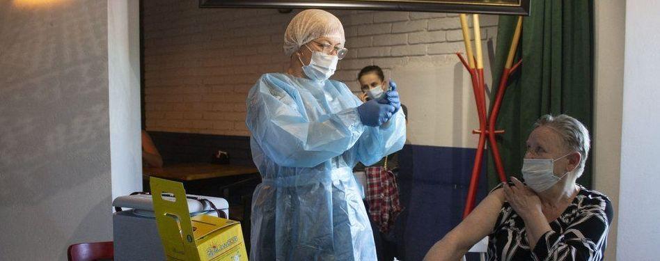 """В ВОЗ сообщили, что поможет защититься от наиболее агрессивного штамма коронавируса """"Дельта"""""""