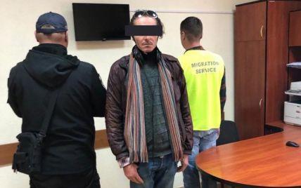 Не хотел возвращаться в Испанию: во Львове иностранец жил в ТРЦ и скрывался от полиции (фото)