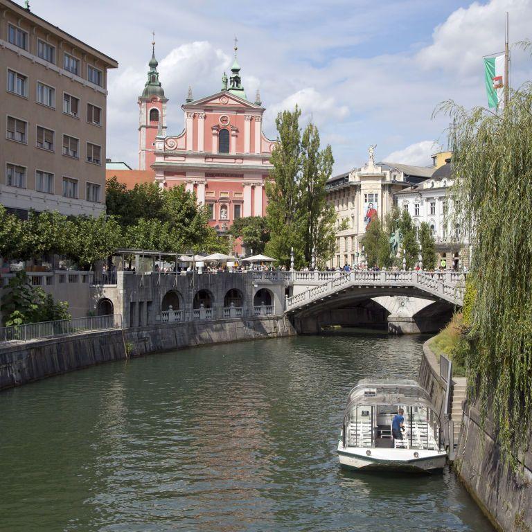 Словения открыла границы для украинцев: условия въезда в страну