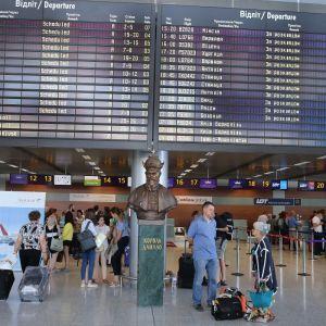 Авіасполучення на карантині: у МЗС повідомили, які країни і коли планують відновити міжнародні рейси