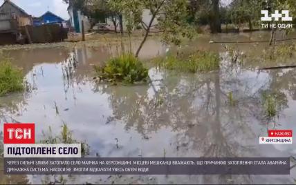 В Херсонській області злива затопила село: люди тижнями живуть, як у Венеції
