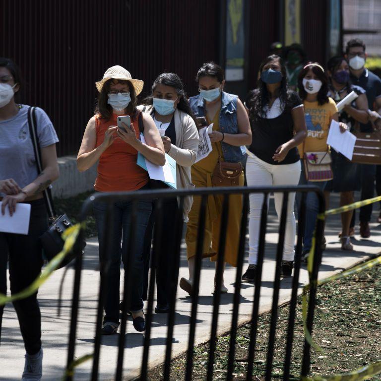 """""""Каждый страдает так или иначе"""": в ВОЗ предупредили о пагубном влиянии пандемии коронавируса на психическое здоровье"""