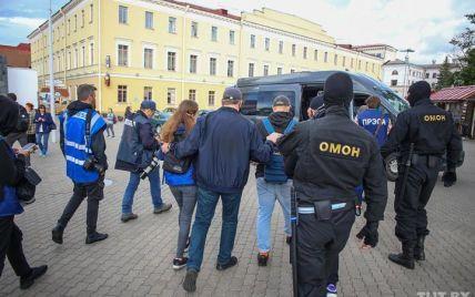 У Мінську перед мітингом 20 журналістів загнали до автобуса і відвезли до відділку міліції